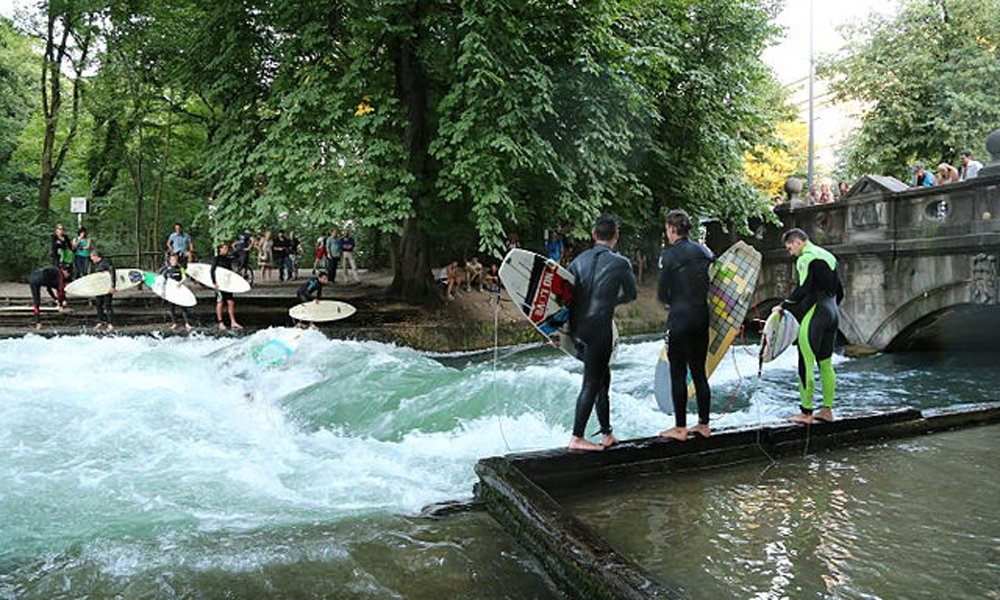 Spectators and surfers lining up at the Eisbach river.