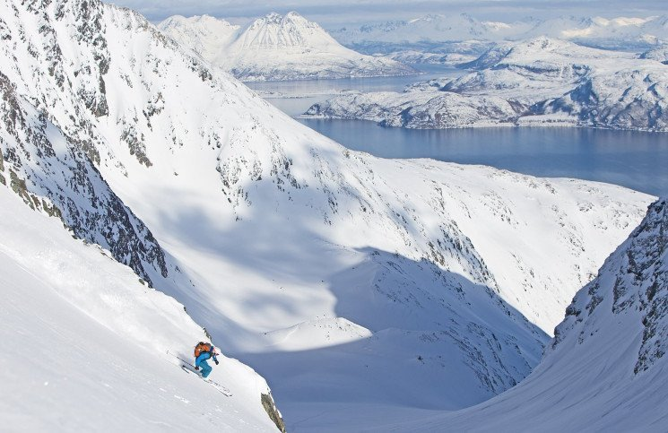 Skiing with a view in Norway from summit to sea
