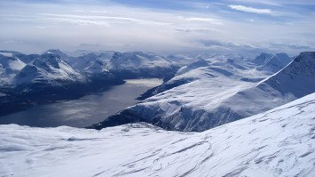 Lyngen Alps Skitouring above the polar circle