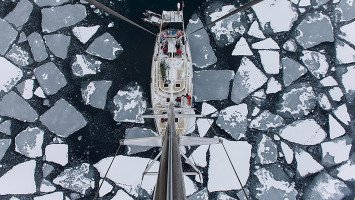 Spitzbergen Arctic Ski and Sail