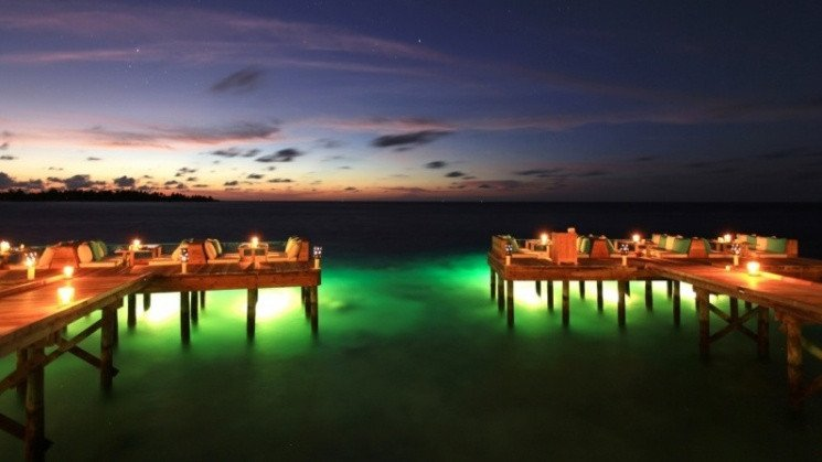 Deck-a-dence Six Senses Laamu