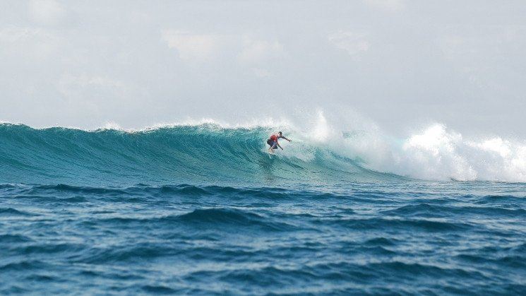 Six Senses Laamu Surfing
